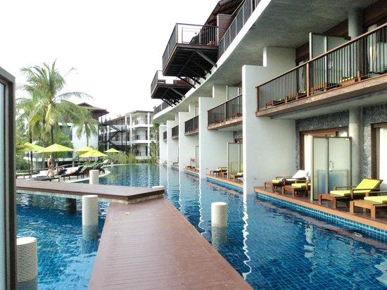 Holiday Inn Resort Krabi Ao Nang Beach: On the right, Pool Access Suites