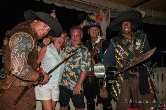 Grand Cayman Marriott Beach Resort: strange dinner guests