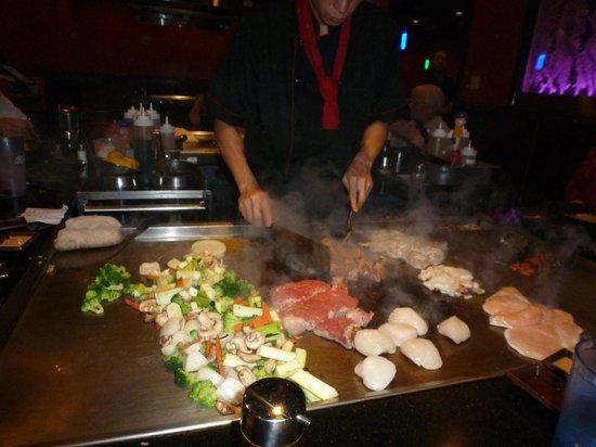 Fuji Sushi & Steak House: Dinner is cooking!