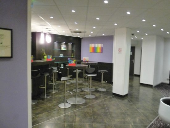 Hotel Ibis Styles Rennes Centre Gare Nord : Hall de l'hôtel