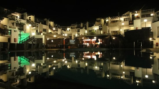 Club Oceano: Complex by night