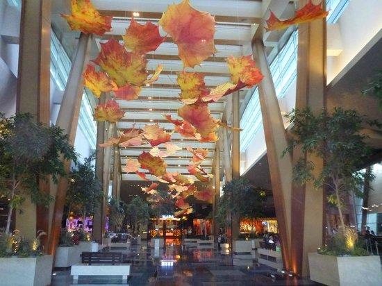 ARIA Resort & Casino: Hotel Lobby