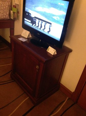 Holiday Inn Downtown Dubai : tv stand looks funny because should fit tv comfortably.