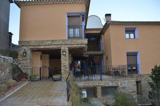 Casa Rural los Pedregales: Vista de frente de los Pedregales