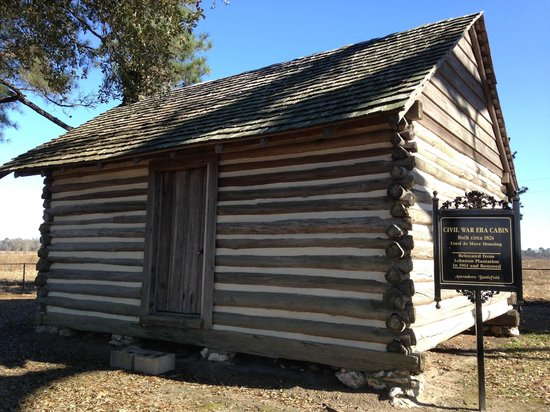 Averasboro Battlefield & Museum: Sample slave quarters at cemetery