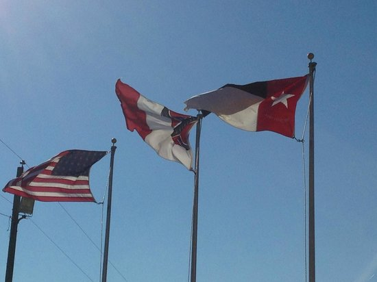 Averasboro Battlefield & Museum: The three different confederate flags used during the civil war