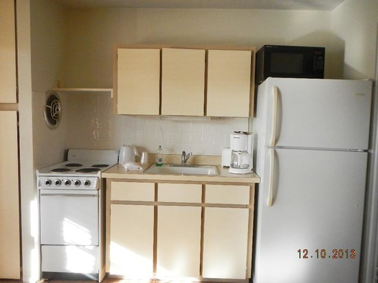 Regency Inn & Suites: kitchen