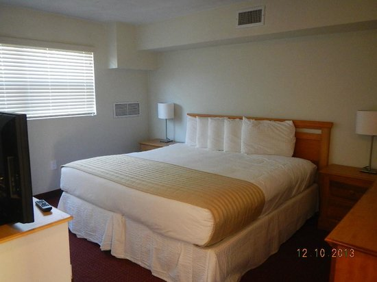 Regency Inn & Suites : super bed with 3 sheet and inner comforter