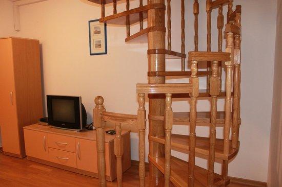 Adria Apartments : на втором этаже комната
