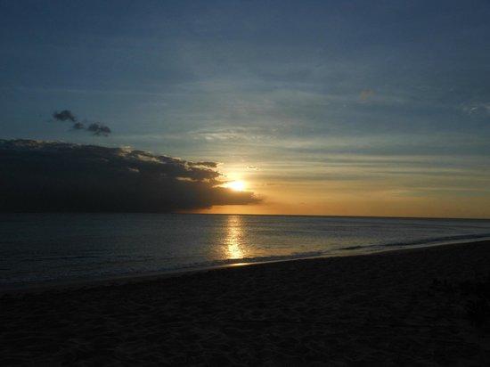 Carib Beach Bar: Sun setting in Barbados