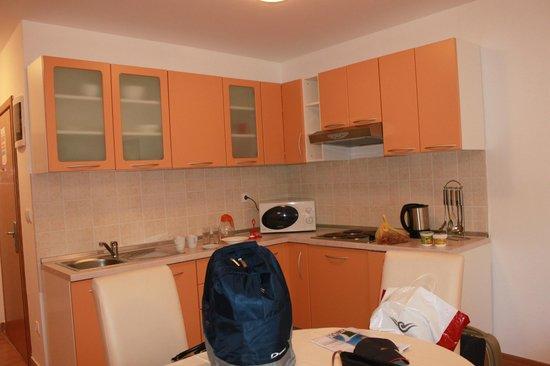 Adria Apartments : кухня