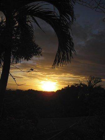 Top O' Tobago Villa & Cabanas : Sunset view