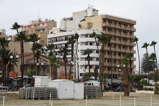 Les Palmiers Beach Hotel: Hotel view from outside