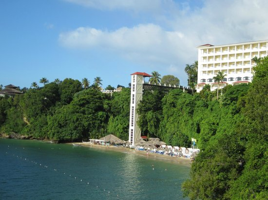 Grand Bahia Principe Cayacoa : L'ascenseur et l'hôtel