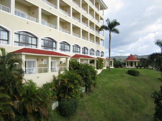 Grand Bahia Principe Cayacoa : Notre chambre, 2e à droite en bas