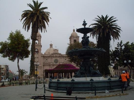 Tacna, Perú: View to the Cathedral