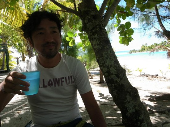 Aitutaki Adventures: One foot island lunch