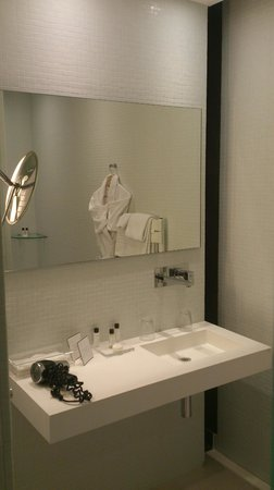 Hotel de Bourgtheroulde, Autograph Collection : salle de bain