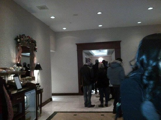 Toronto Marriott Bloor Yorkville Hotel: Congestion at elevator half an hour after from people wanting to get back up to their rooms