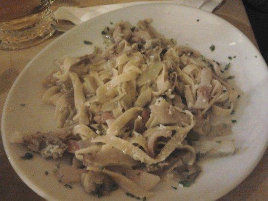 Osteria Cacio e Pepe in Trastevere : fettuccine carciofi e guanciale