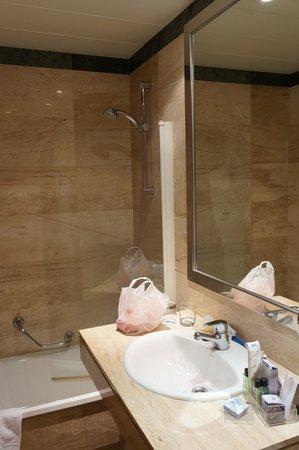 H10 Montcada Boutique Hotel : ванна