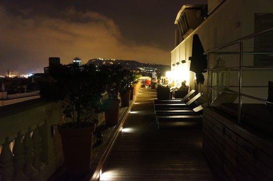 H10 Montcada Boutique Hotel : бар на крыше