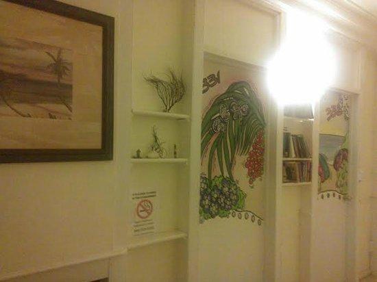 Galleon House Bed & Breakfast: Hallway