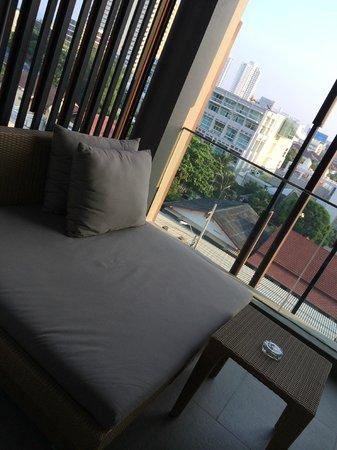 G Hua Hin Resort & Mall : Day bed @ balcony