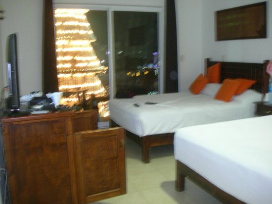 La Pasion Hotel Boutique by Bunik : Our bedroom with our balcony view to the public square