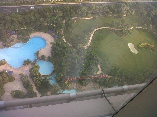 Shangri-La Hotel Guangzhou: vista piscine dalla camera