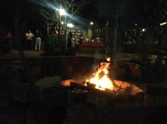 Kariega Game Reserve - All Lodges : Cena attorno al fuoco