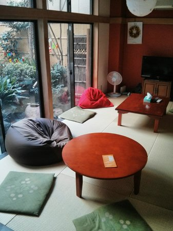 Juyoh Hotel: living room + japanese garden