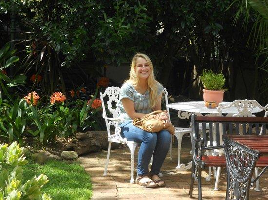 Carmichael Guesthouse: the front garden