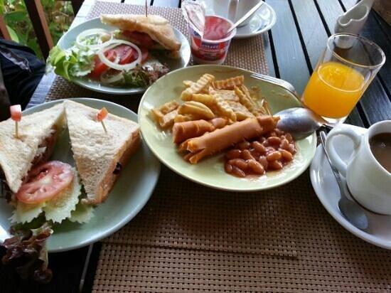 Ban Sainai Resort: Breakfast is a feast