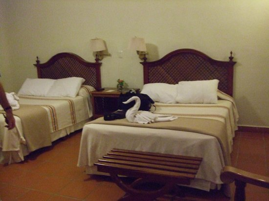 The Lodge at Uxmal: Large beds in large bedroom.