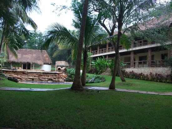 The Lodge at Uxmal : View of one of the blocks of rooms