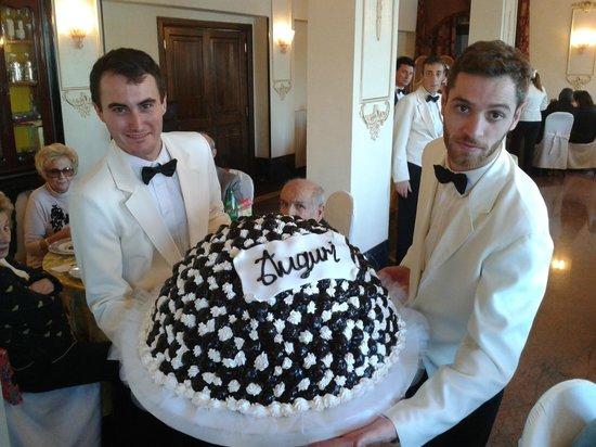 Hotel Castel Vecchio : Spettacolare torta profiteroles