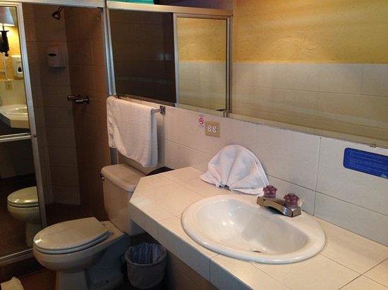 Hotel Posada de Don Rodrigo Panajachel: Bathroom