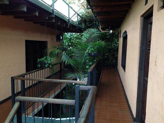 Hotel Posada de Don Rodrigo Panajachel: External view of the room - upper floor