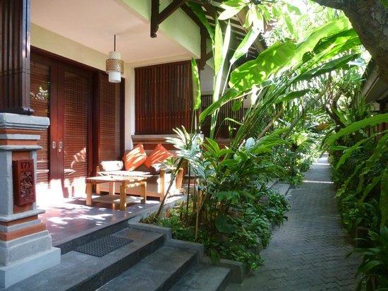 Kuta Seaview Boutique Resort & Spa : schattige Anlage