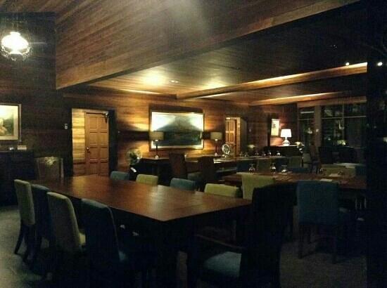 Angelfield's Hotel: restaurant by night