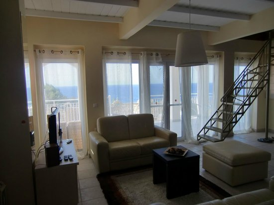 Mavrikos Luxury Villas - Romi, Klea, Kaly, Pearl: Lounge looking out to sea
