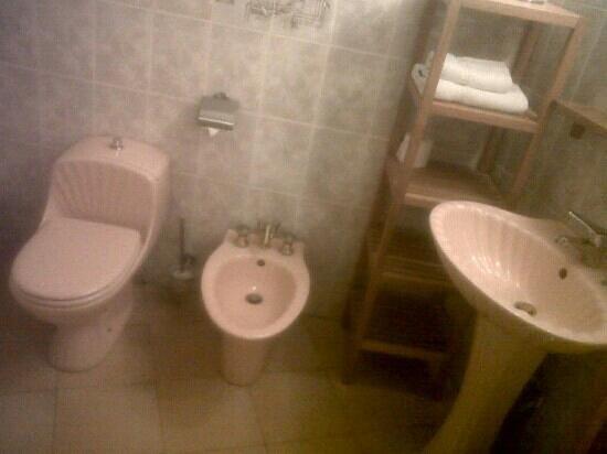 Hotel Le Dandy: toilette chambre 16