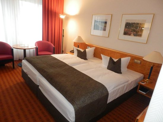 Dorint Hotel Dresden : Two single beds ( Double room)