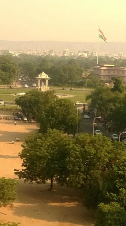 Park Prime Hotel Jaipur: The statue circle from the Hotel