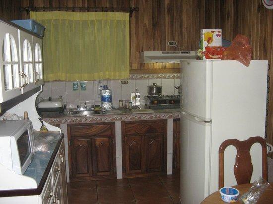 Los Pinos - Cabanas y Jardines: Kitchen in our cabin