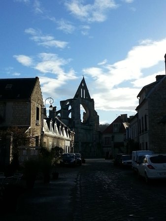 Hotel de l'Abbaye: Vue depuis la porte d'entrée de l'hôtel