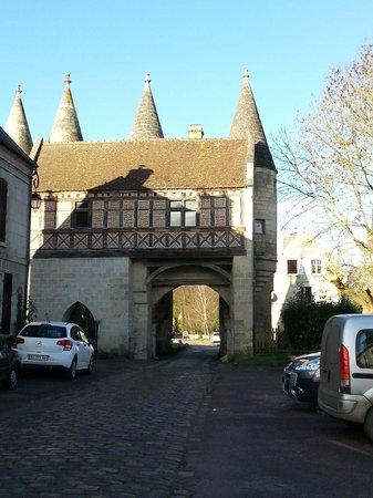 Hotel de l'Abbaye: Vue depuis la porte d'entrée (autre côté)