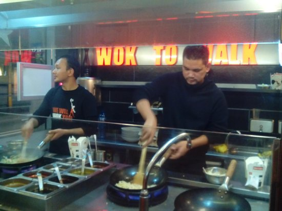 Wok to Walk: show cooking wok