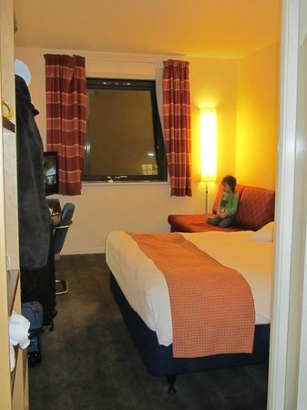 Holiday Inn Express Hemel Hempstead: Room 511 - Family Room (Sorry, not 558 like I said in my review - whoops!)